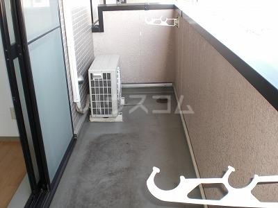 ロイヤルヒルズ 03040号室のバルコニー