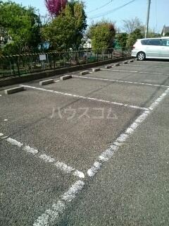 ロイヤルヒルズ 03040号室の駐車場