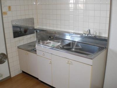 ロイヤルヒルズ 03040号室のキッチン