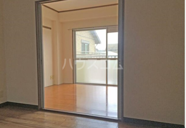 アンデスハイツ 303号室のリビング
