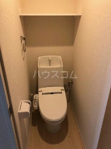 ヴィアロ高島平レジデンスA 201号室のトイレ