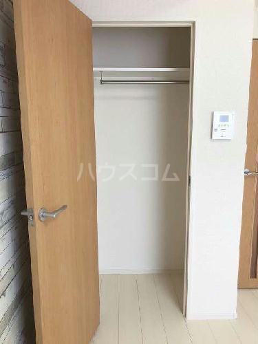 ヴィアロ高島平レジデンスA 201号室の収納