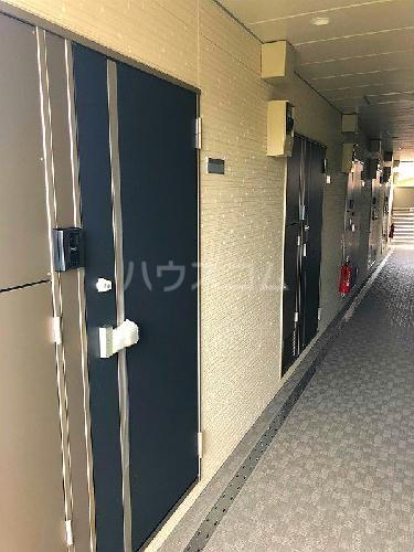 ヴィアロ高島平レジデンスA 201号室の玄関