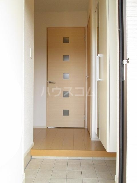 エンブレム ラビット 01020号室の玄関