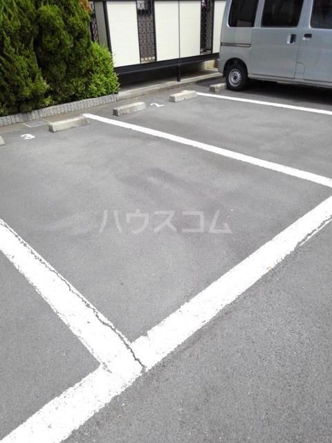 ロマネスクローズ A 02010号室の駐車場