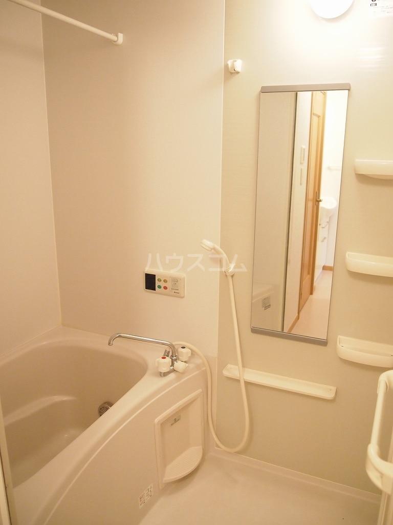 メゾン・ファミーユ 02020号室の風呂