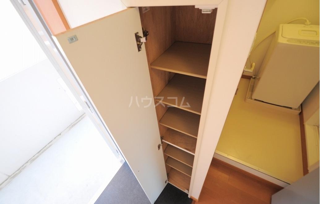 レオパレスイーグル大里 207号室の玄関
