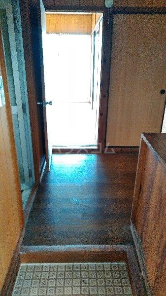 高里アパート 201号室の玄関