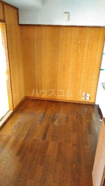 高里アパート 201号室のリビング