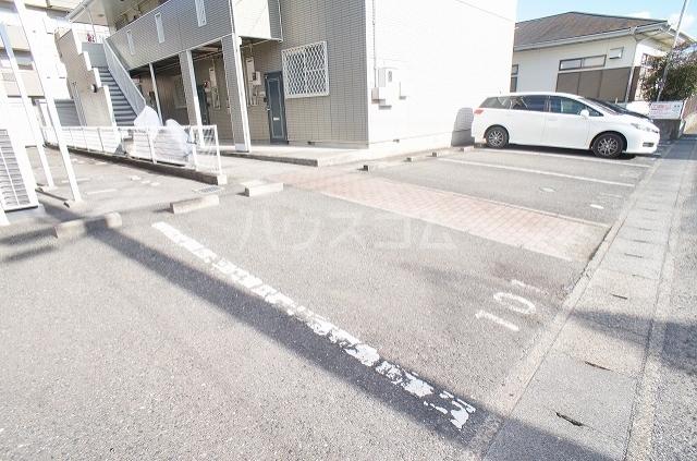 コンフォート2 01010号室の駐車場