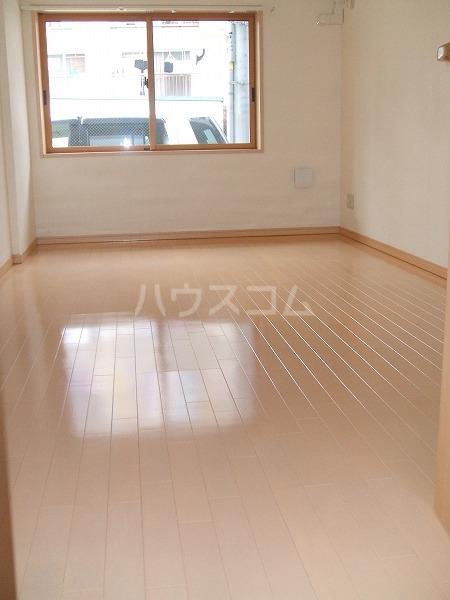 レジデンシャルCUBE日吉本町 201号室のリビング