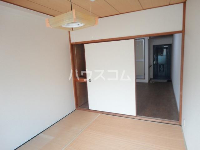 レジデンス桂 202号室の居室