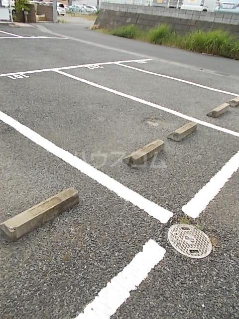 エスポワール大井A 01010号室の駐車場