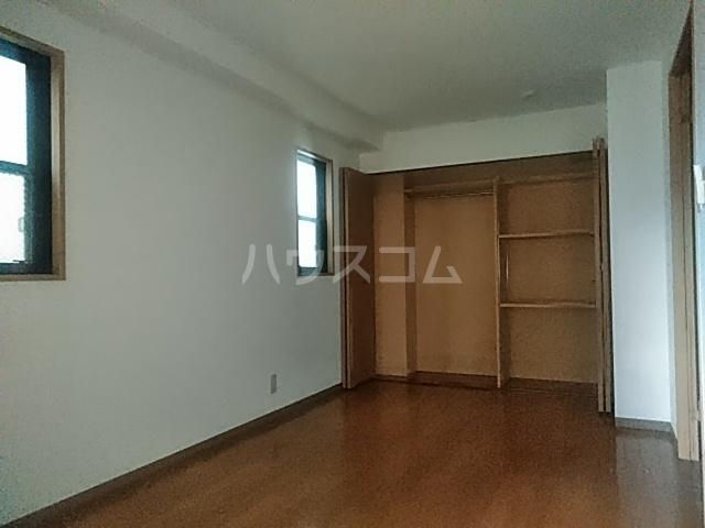 パラスアテネ 201号室のベッドルーム