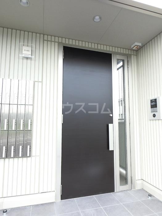 アクロスN 105号室の玄関