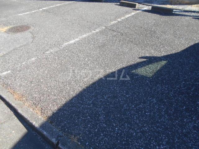 ヴァルール・N 103号室の駐車場