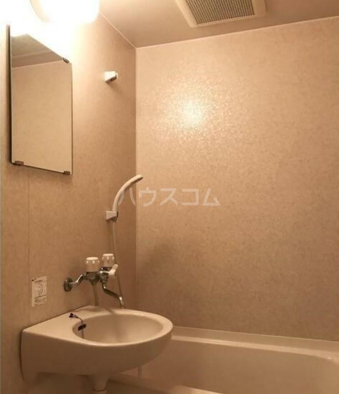 ヴィエント目白 104号室の風呂