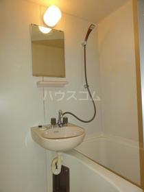 コンフォート谷塚 103号室の洗面所