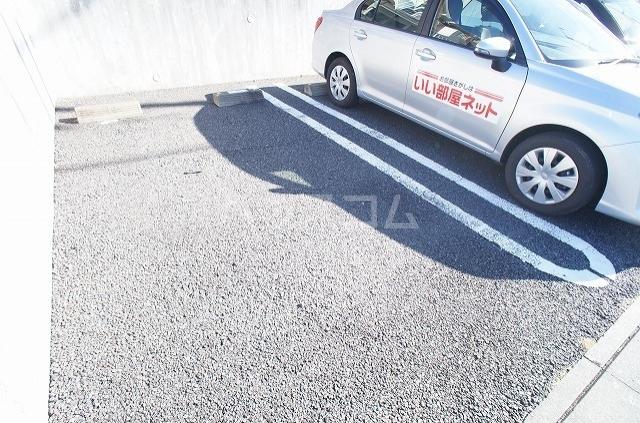 ブレッザA 01030号室の駐車場