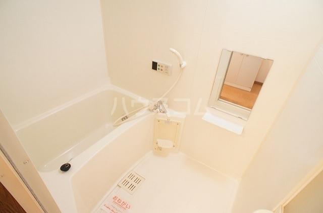 ブレッザA 01030号室の風呂