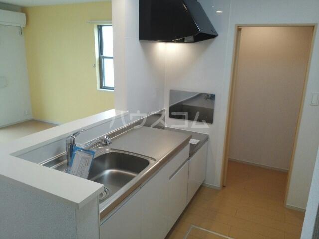 ルガ-トリミテッド1037Ⅰ 01010号室のキッチン