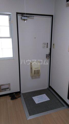 ビューラーオークボB棟 102号室の玄関
