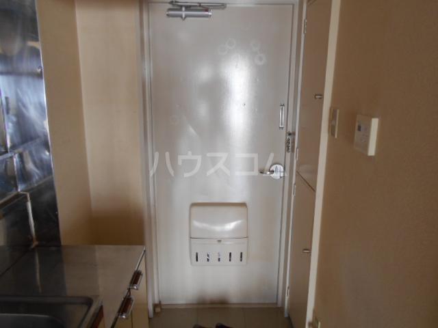 第二吉田コーポ 206号室の玄関