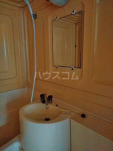 ドルフ三軒茶屋 102号室の洗面所