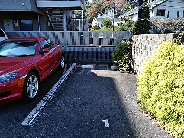 CHARITE HIYOSHI 207号室の駐車場