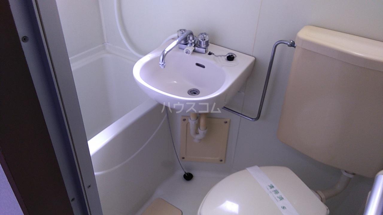 第8笠原ビル 501号室の洗面所