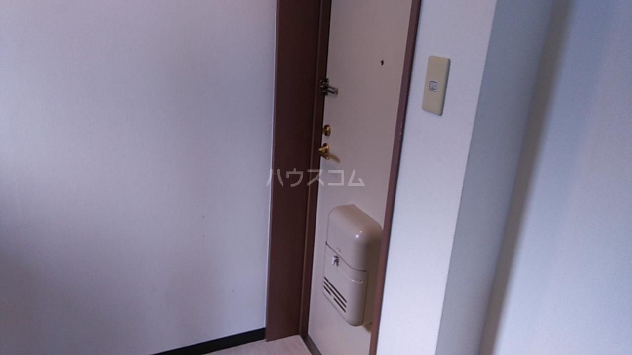 第8笠原ビル 501号室の玄関