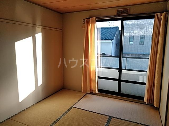 サンプラミー段町 202号室の居室