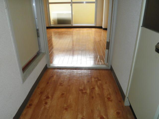 プレシャスアルモニ 306号室の玄関