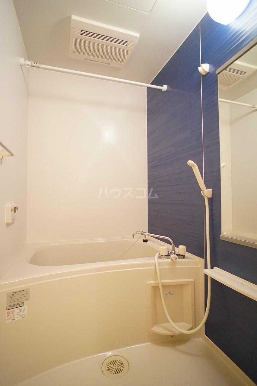 プルミエコート 01010号室の風呂