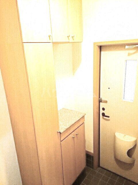 ビ・エトワール 01010号室の玄関