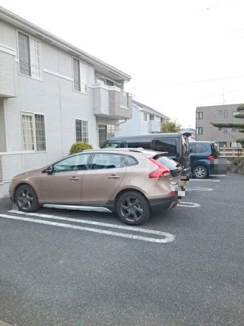 ビ・エトワール 01010号室の駐車場