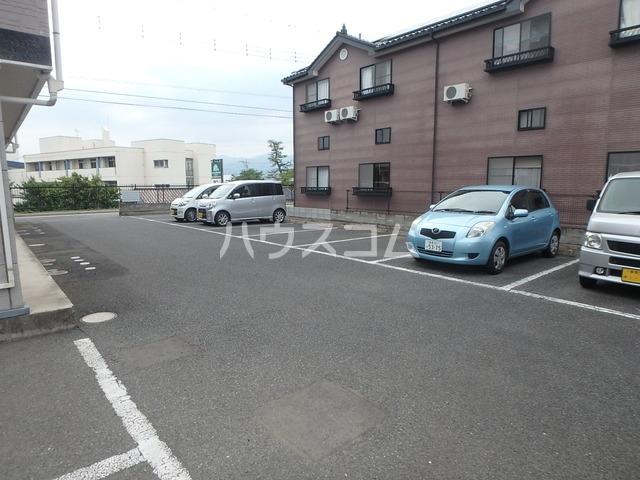 パルミエ 104号室の駐車場