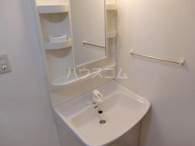ヴィラ アンソレイユ 01020号室の洗面所