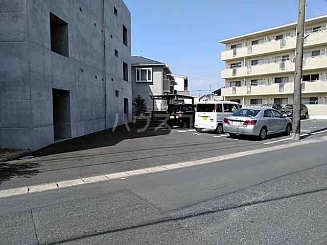 ミストラル 1-B号室の駐車場