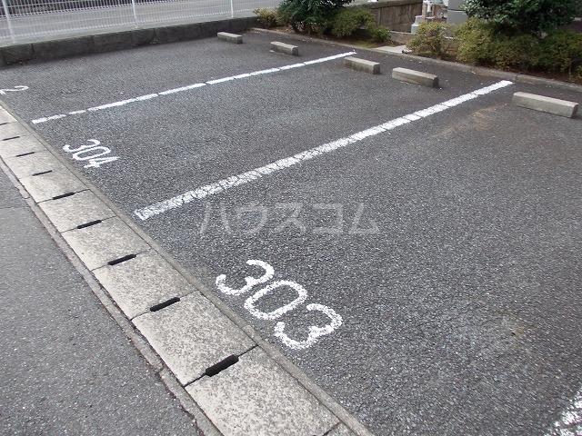 メゾン・ド・ビュー 03040号室の駐車場