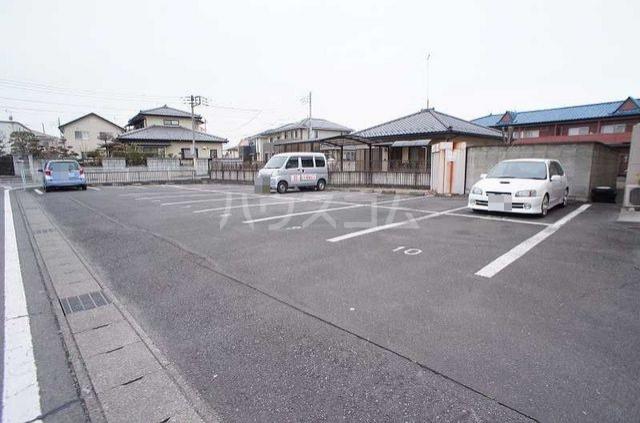 リバーサイドK 01050号室の駐車場