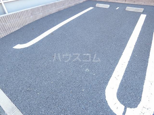 リバーサイドレジデンス 01020号室の駐車場