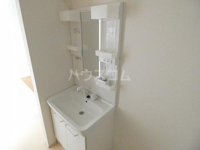 リバーサイドレジデンス 01020号室の洗面所