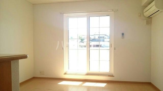 サンライズハウス 02010号室のリビング