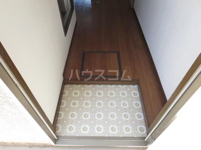 アベニュー`92 201号室の玄関