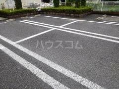 パール・カーサB 02010号室の駐車場