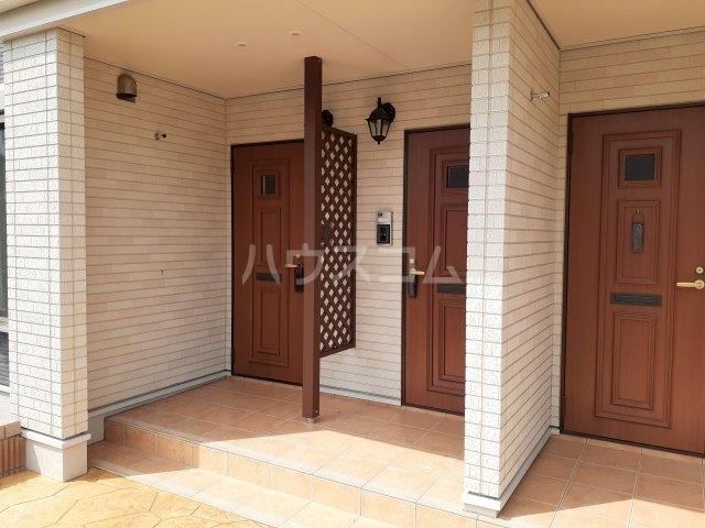 ベルニーナ Ⅱ 01010号室の玄関