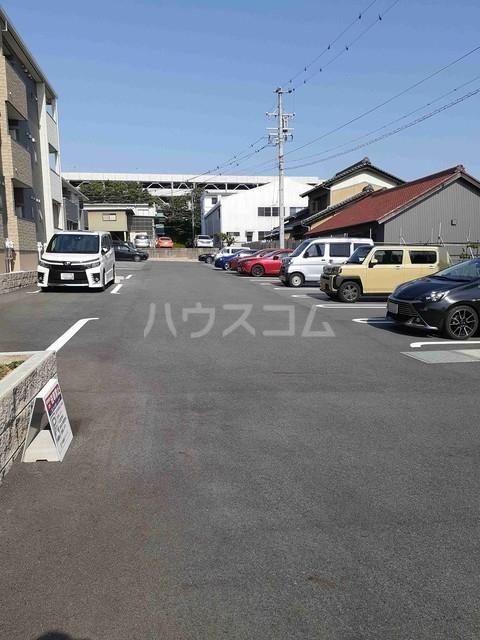 パークサイドK.S.S A 02050号室の駐車場