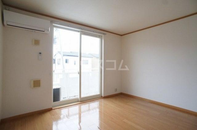 ラ・ポアール 02020号室のリビング
