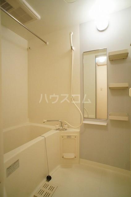 ラ・ポアール 02020号室の風呂